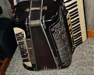Vintage accordian ~ working