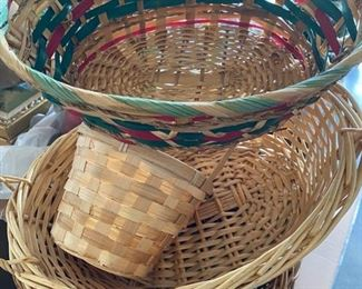 Multiple wicker baskets — a few Longaberger