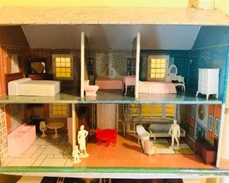 Interior doll house, I had lots of fun setting it up!