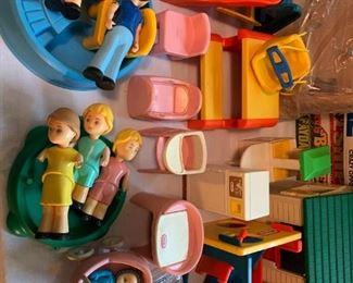 Little Tykes Dollhouse furniture/people