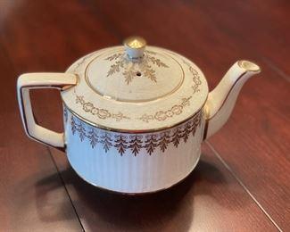 Badler English Teapot