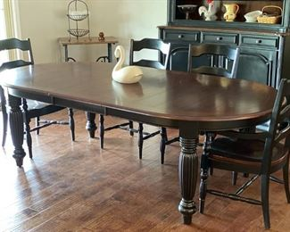 Hooker Dining Room Table and 6 Chairs
