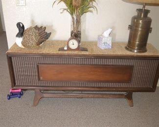 MCM Console Stereo Cabinet (General Electric stereo and turntable inside - 1 speaker works)
