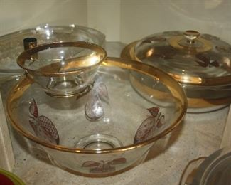 PYREX COVERED DISH AND CHIP N DIP SET