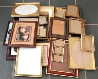 34 - Group of assorted picture frames