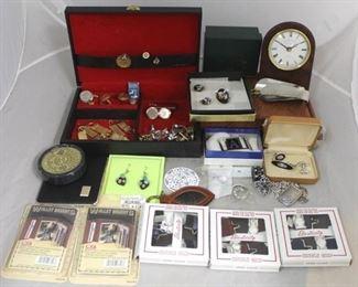 58 - Assorted costume jewelry