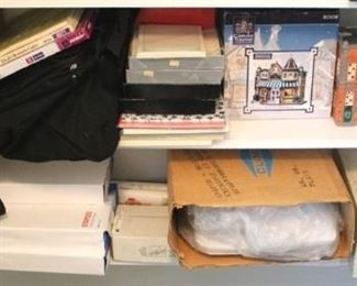 61 - Shelf lot - 2 bottom shelves