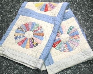 89 - Hand stitched Dresden plate quilt