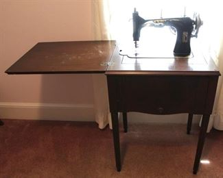125 - White sewing machine table 31 x 22 x 17