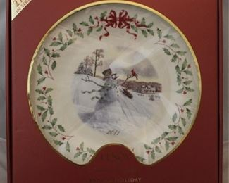 269 - Lenox 2011 Holiday plate - new in box