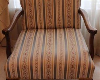 313 - Vintage arm chair 33 x 26 x 23