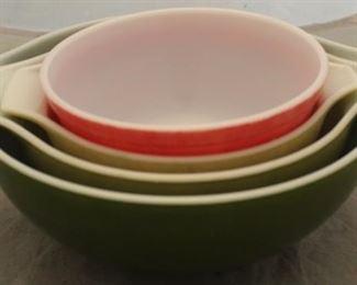 401 - 4 Pc Pyrex mixing bowl set