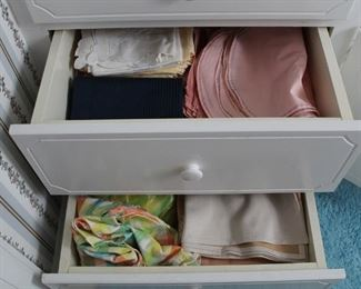 438 - 2 Drawer lots of assorted linens