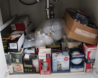 439 - Assorted light bulbs