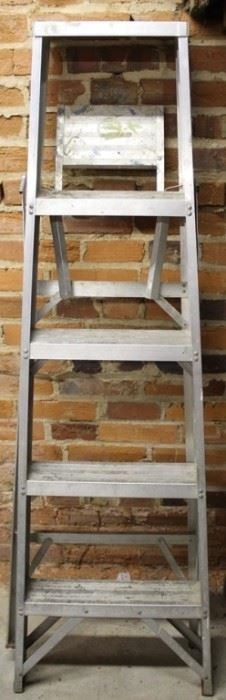 """460 - 62"""" Metal ladder"""