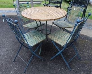 482 - 5 Piece outdoor table & chairs 31 x 31 table 34 x 15 x 18