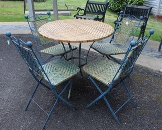 483 - 5 pc Outdoor Table w/ 4 Chairs table 31 x 31 chairs 15 x 18 x 34