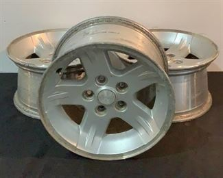 Located in: Chattanooga, TN MFG Jeep Alloy 5 Lug Wheels Fits 2004-2006 Jeep Wrangler **Sold as is Where is**  SKU: L-3-B