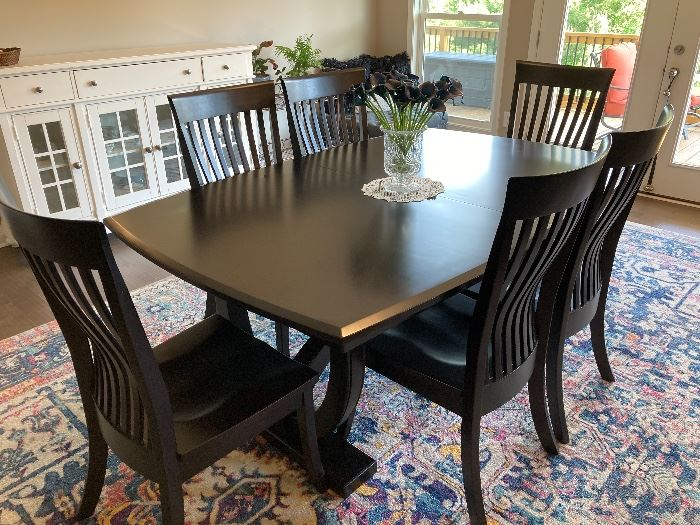 Amish made dining room table, imbedded leaves, 6 chairs