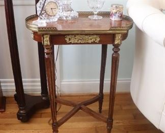 Beautiful  French Louis XV-XVI transitional oval side table with elaborate marquetry decorative  design with pierced bronze gallery