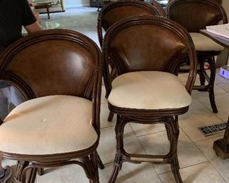 Hooker conversion bar to dining table with  4 bar stools