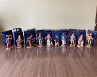10 Fontanini Figurines