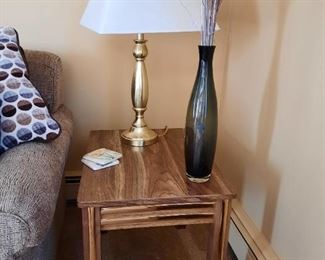 ...end table and nice lamp...