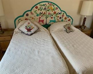 (2) sets of twin beds, one set motorized