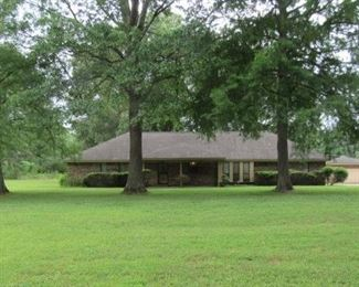 Nice 3 Bedroom/2.5 Bath, 1 Level Ranch Style Brick Home, Approx. 2,589 Square Feet, Built in 1986. House Has 2 Car Attached Garage, Eat In Kitchen, Sun Room, Mud Room, Den w/Vaulted Ceiling