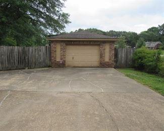 Detached Garage/Shop