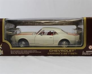 Road Legends 1967 Chevrolet Camaro Z-28 Die Cast Metal 1:18 scale model car in original box