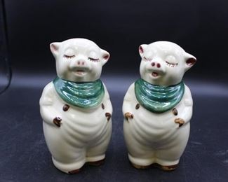 Vintage Shawnee China Underglaze Hand Decorated ceramic Piggy salt & pepper shakers. 1 set
