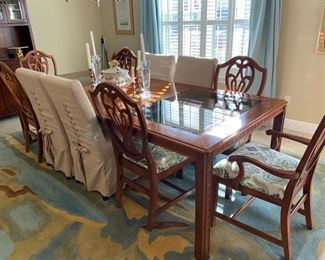 Henrendon heritage Dining room table & 4 chairs & 2 arms $795