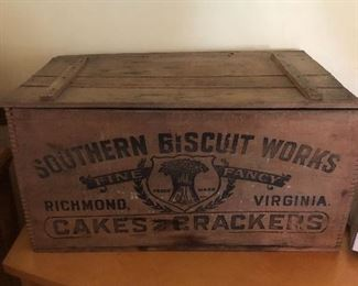 Cool old box, great condition