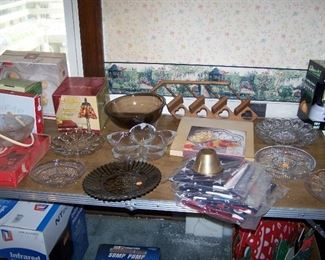 TABLE OF GLASS & MISC. FOR ENTERTAINING