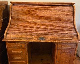 Beautiful Oak Roll top desk.