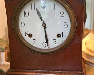 Sessions mantle clock. Appears to run.