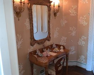 French vanity table