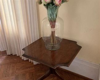 Table, very large vase