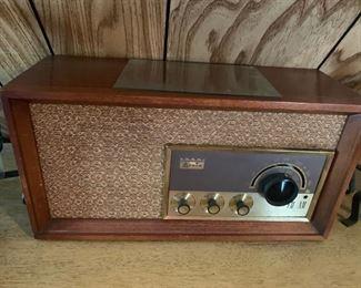 AM/FM Antique Radio