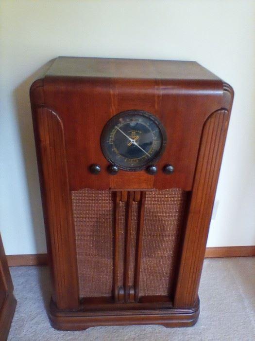 Antique Howard Console Tube Radio