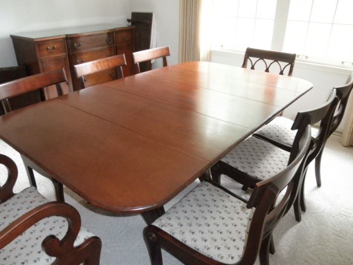 BEAUTIFUL MAHOGANY DINING TABLE 8 CHAIRS SEATS 12 WITH FOUR LEAVES
