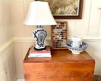 Vintage ceramic lamp - hand painted! Beautiful pine drop leaft table