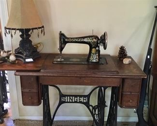 GOOD LOOKING ANTIQUE SINGER TREADLE SEWING MACHINE.