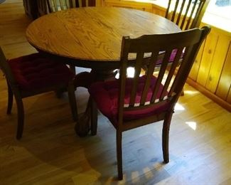 Beautiful antique table with leaves and four chairs gorgeous Oak solid wood amazing condition.