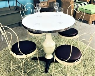 Greenbrier Ice Cream Table with 4 Chairs