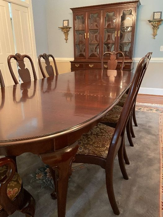 Gorgeous dining table & chairs by Ethan Allen