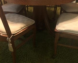 antique solid oak dinning table 4 leaves 6 chairs