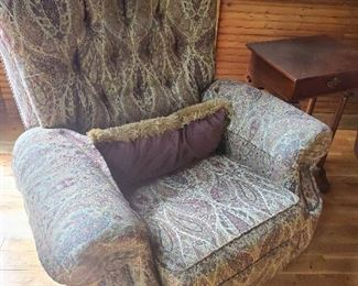 GORGEOUS PAIR UPHOLSTERED RECLEINERS