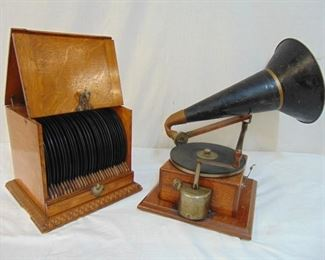 Berliner Gramaphone with record case